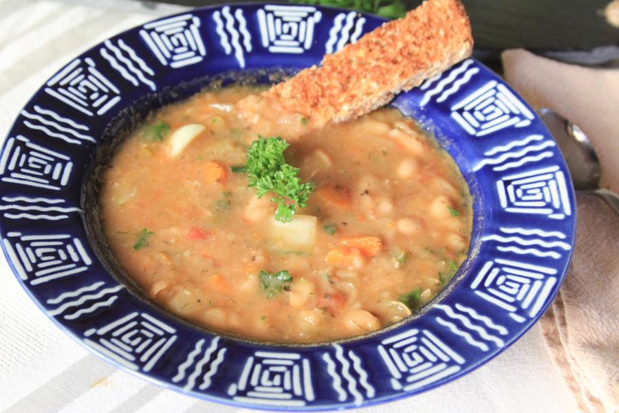 8_whole_food_plant_based_veggie_bean_soup_side_shot