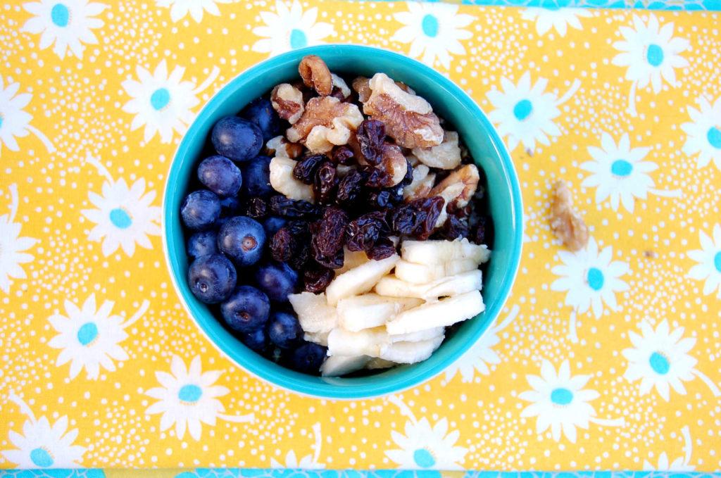 whole_food_plant_based_quinoa_bowl_.blueberries_banana_walnut_raisin