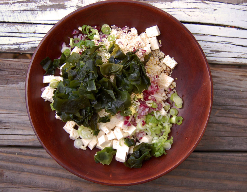 tofu_poke_bowl_all_ingredients