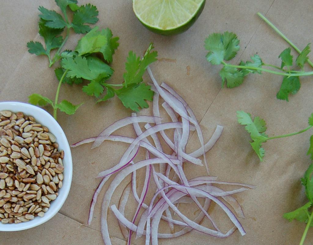 larb_crop_onions