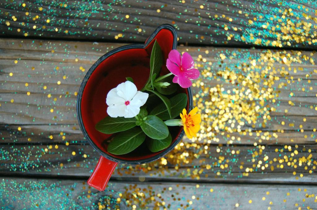 caesar_salad_flowers_glitter