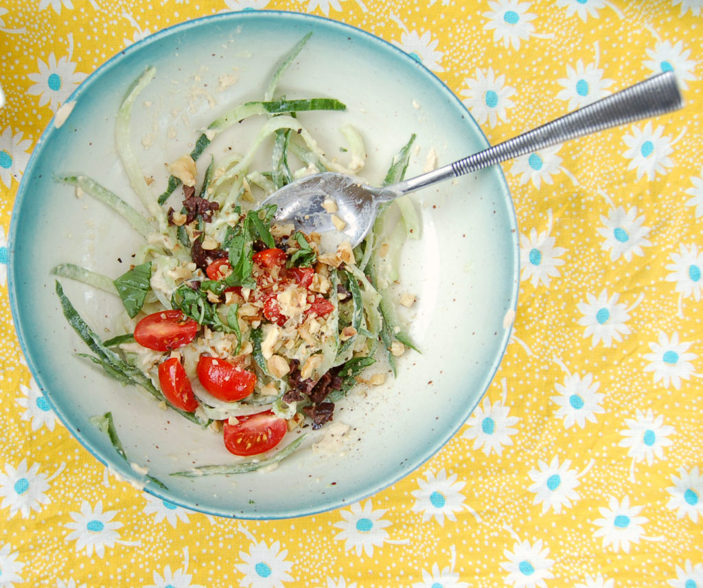 cucumber_noodles_bowl_noodles_tomatoes