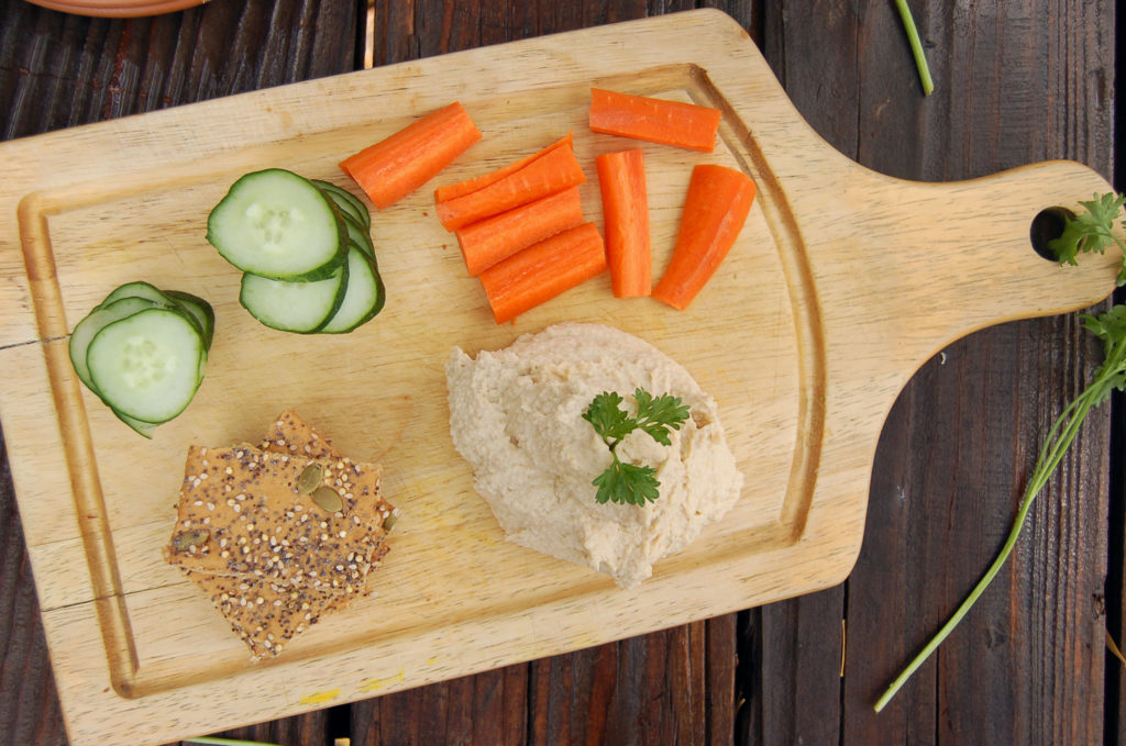 classic_hummus_cutting_board_hor
