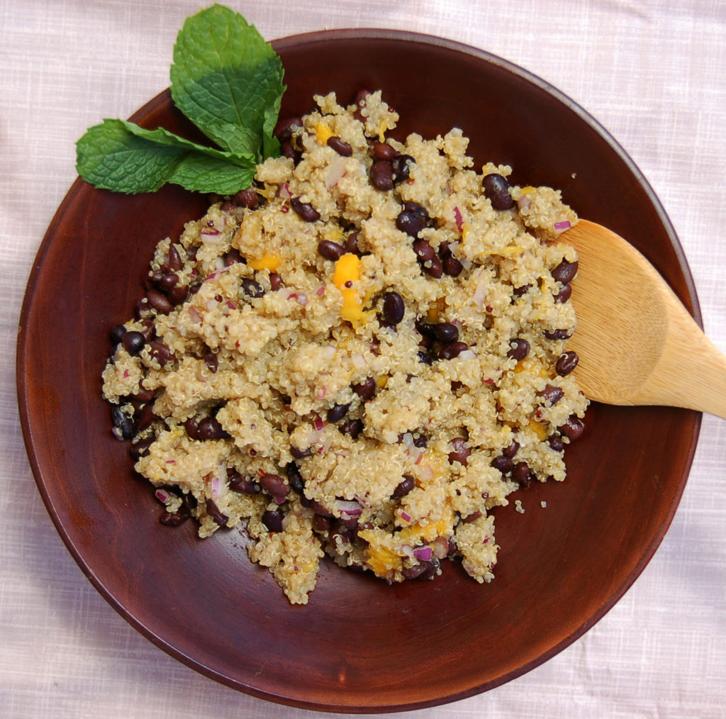 black_bean_mango_quinoa_salad_bowl