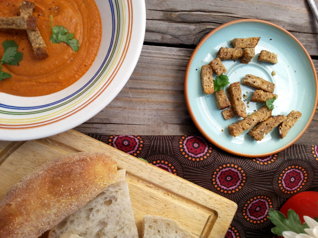 Sweet_tomato_bisque_croutons