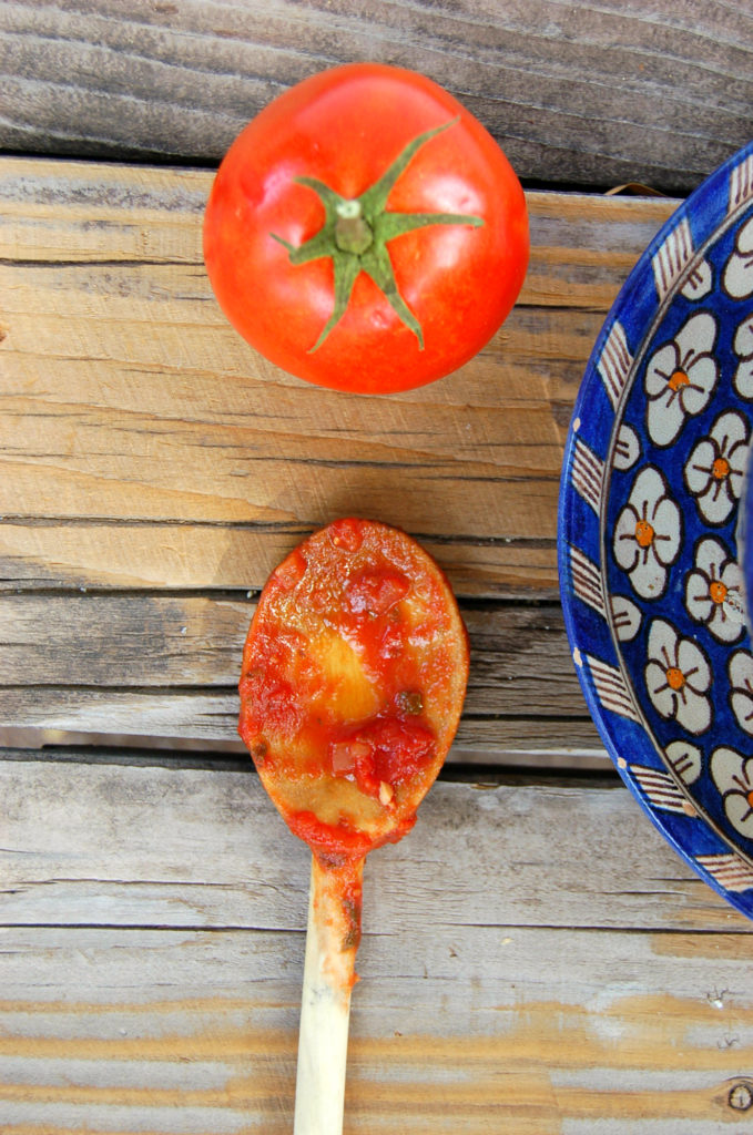 marinara_spoon_and_tomato