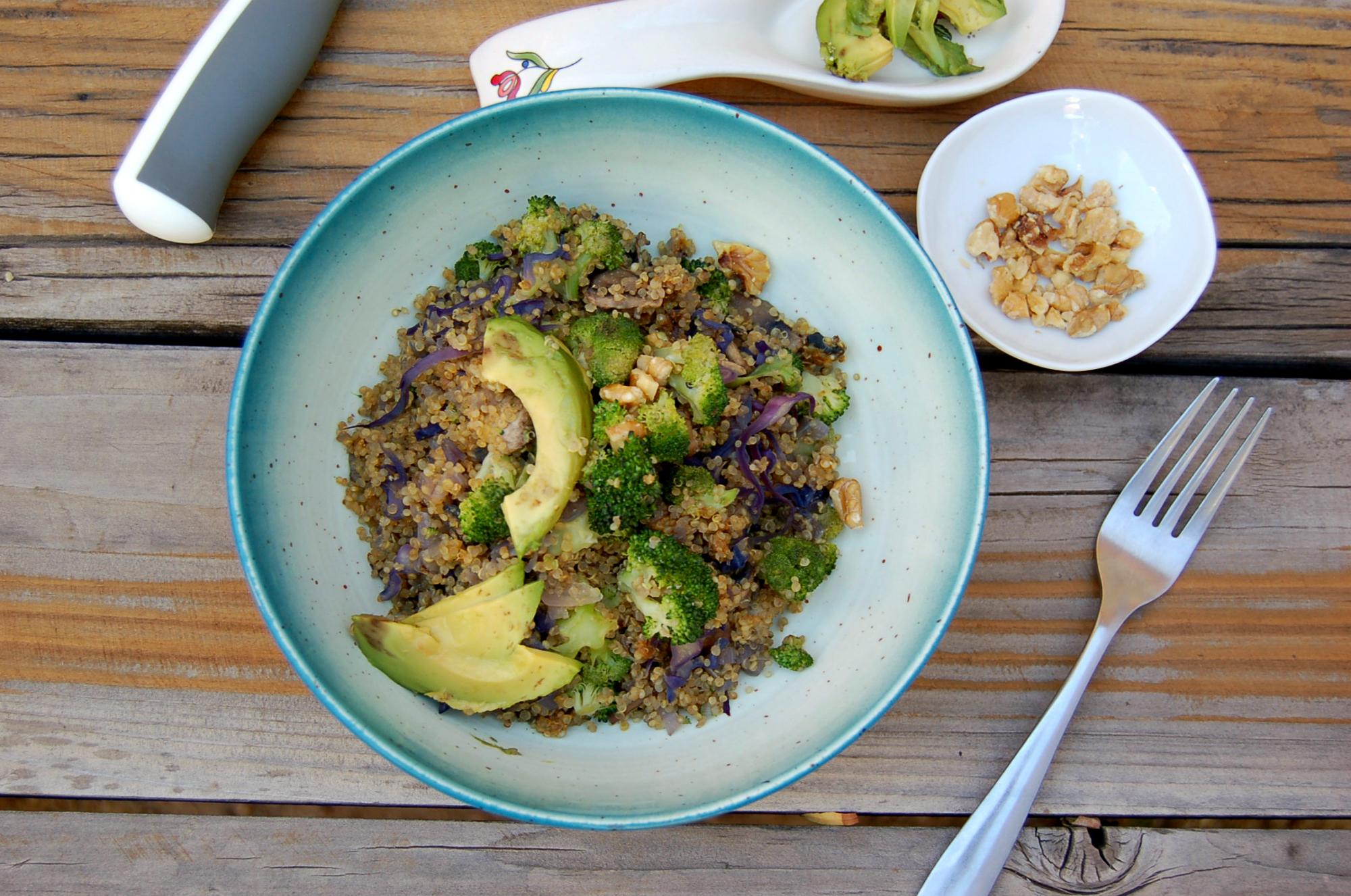 easy_quinoa_and_veggies_wood_background
