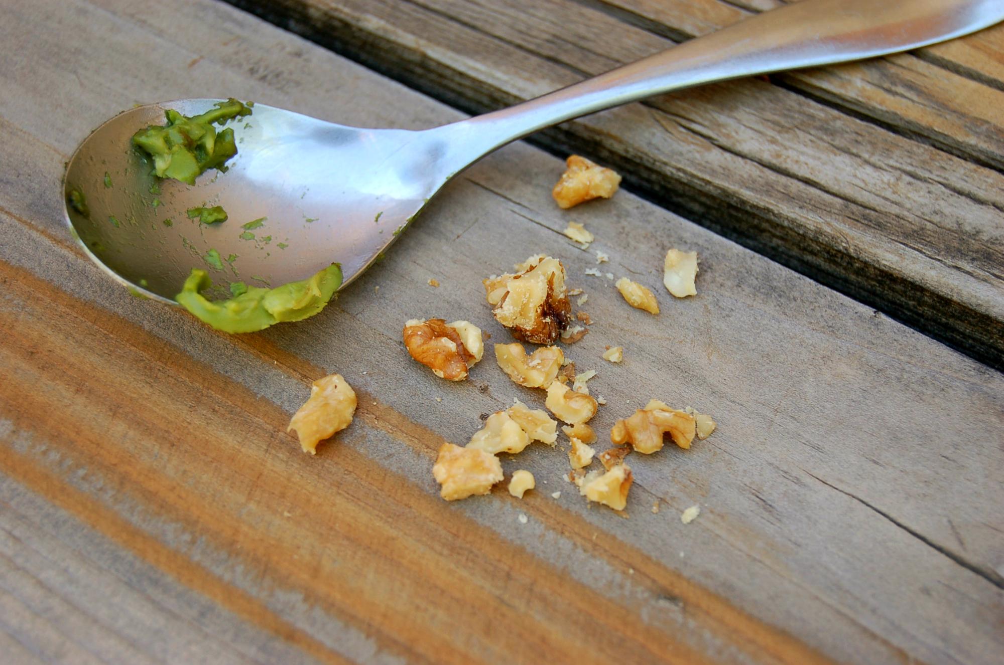 easy_quinoa_and_veggies_walnuts_and_avo