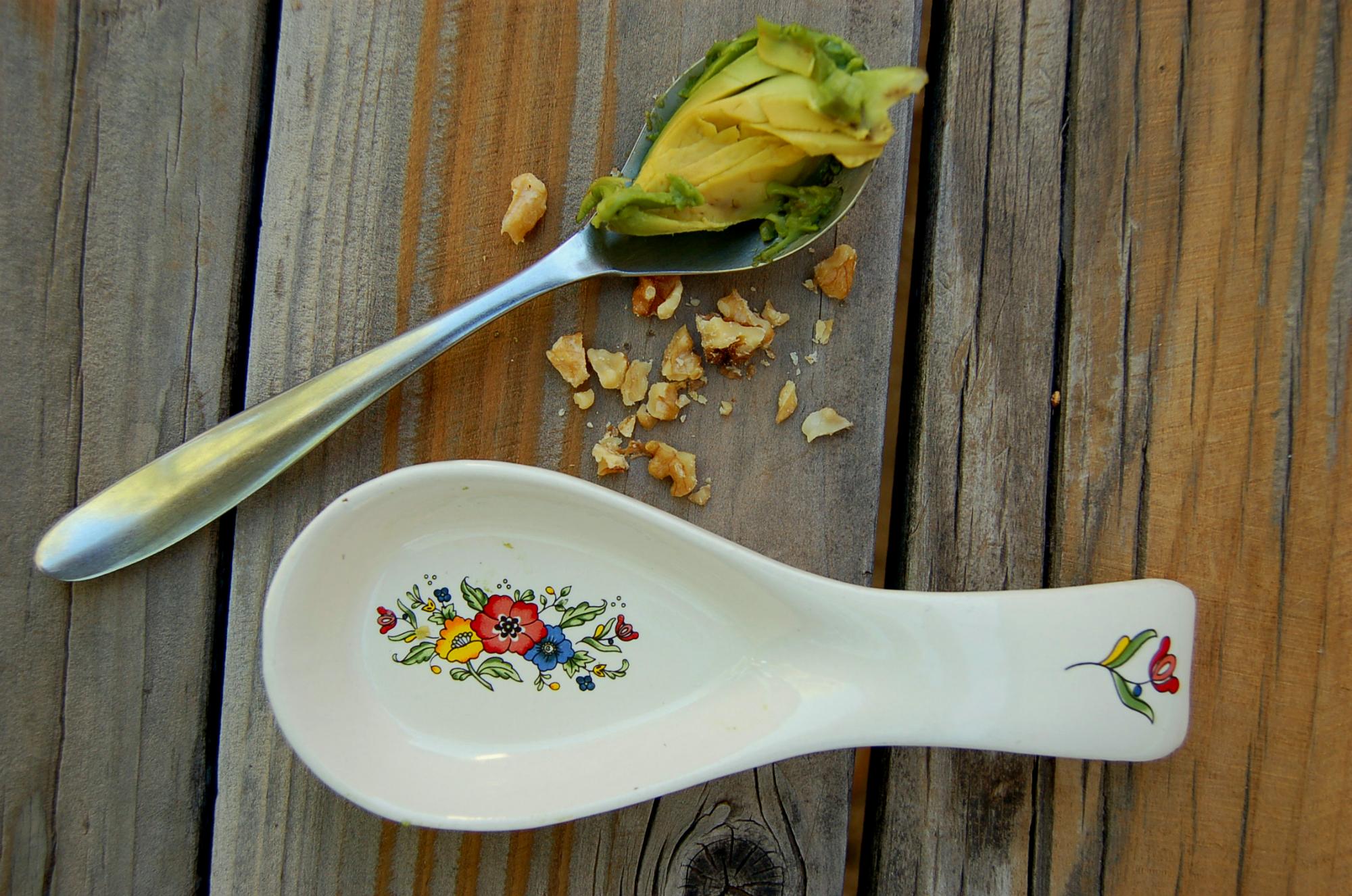 easy_quinoa_and_veggies_spoon_avo_walnuts