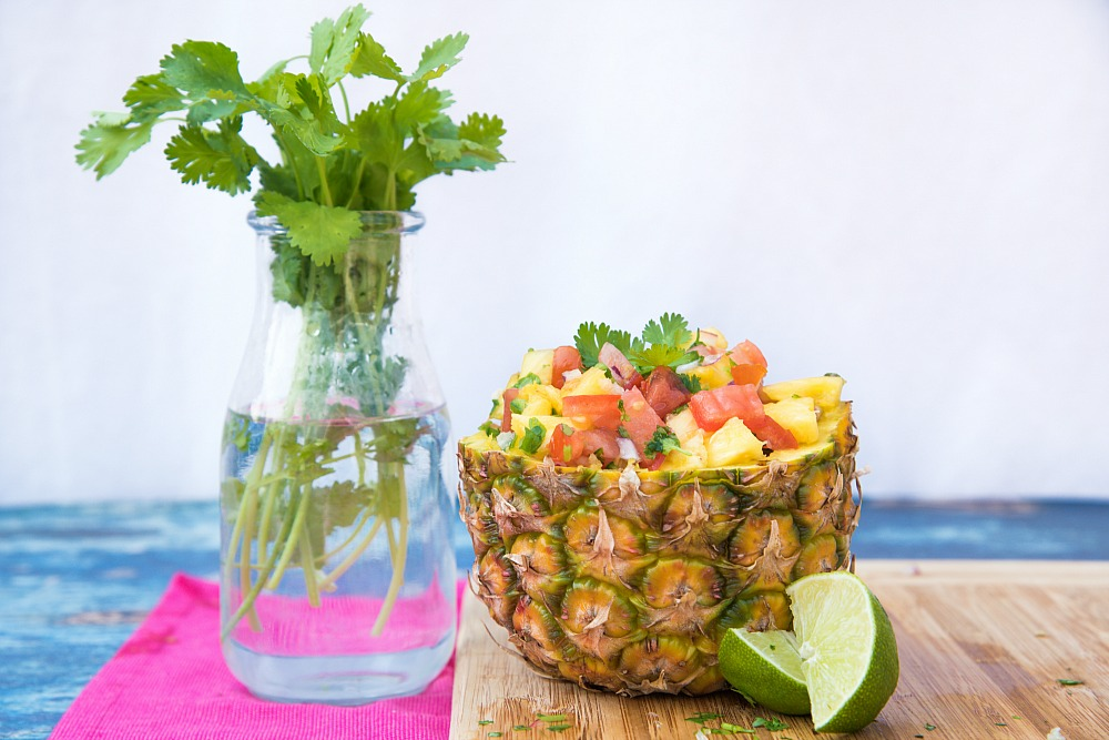 featured-whole_food_plant_based_pineapple-salsa-in-a-pineapple-bowl-16