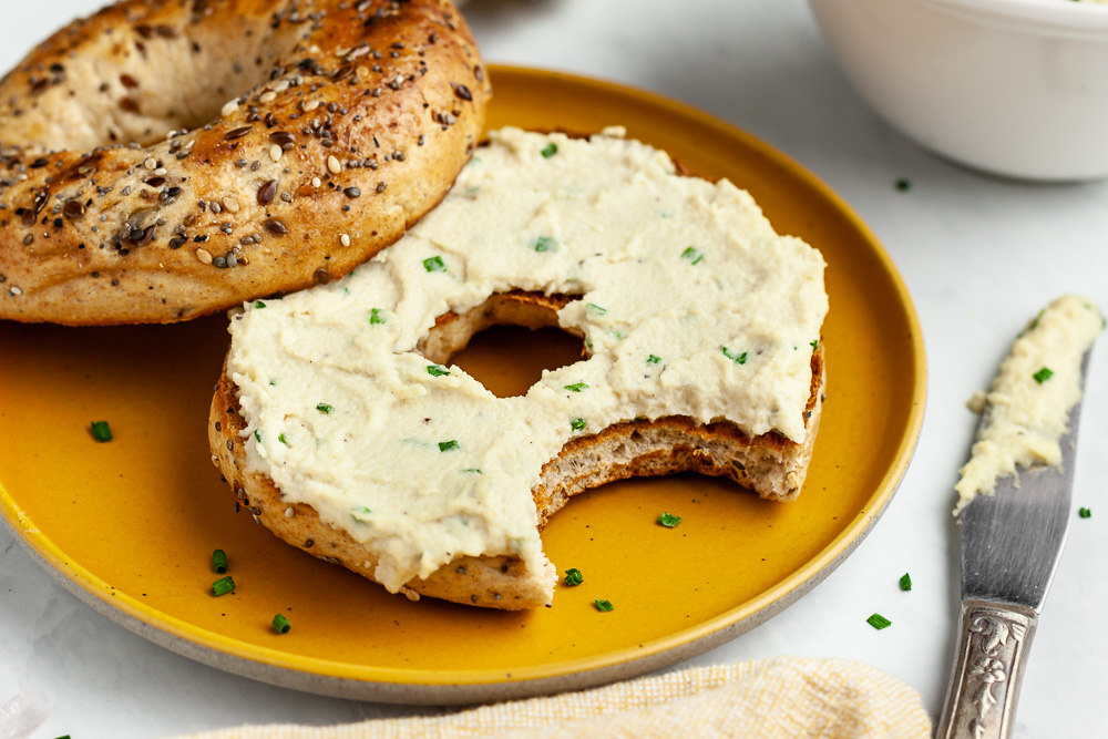 vegan garlic and chive cashew cream cheese
