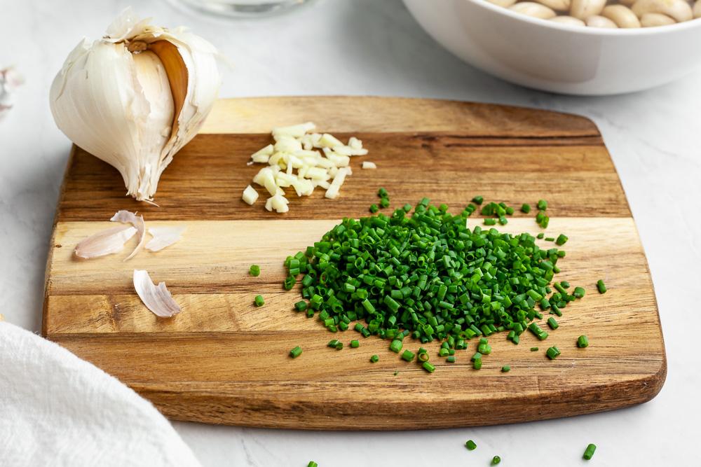 vegan garlic and chive cashew cream cheese recipe